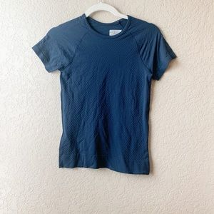 Athleta 100% Nylon textured short sleeve tee shirt